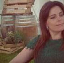 Profile picture for user juliacatarino
